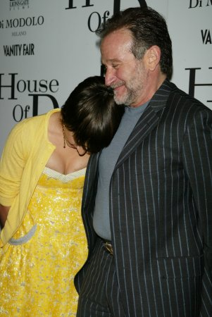 Robin Williams' daughter Zelda returns to Twitter to thank fans for support