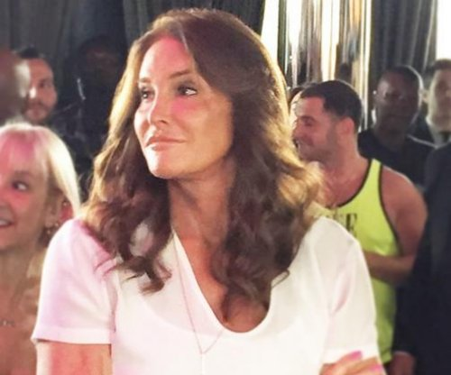 Caitlyn Jenner surprises crowd at NYC Pride event