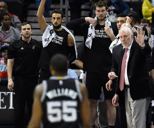 San Antonio Spurs barely keep home win streak going