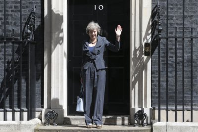 Theresa May, David Cameron attend last Cabinet meeting before transition