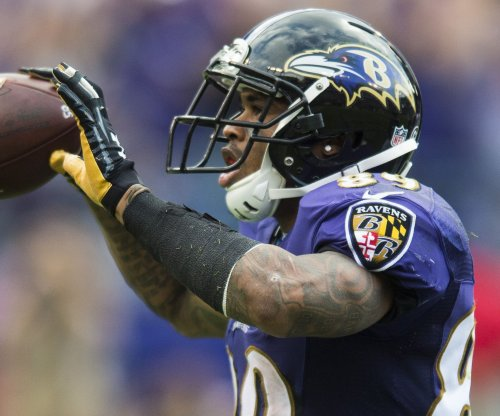 Baltimore Ravens WR Steve Smith exits, Washington Redskins CB Josh Norman hurt