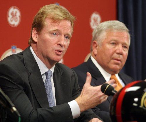 Patriots owner Robert Kraft comments on Roger Goodell relationship after Deflategate