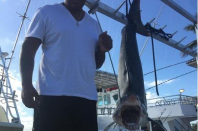 Trio of NFL players reel in 300-pound mako shark in Florida