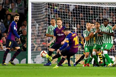 Barcelona's Lionel Messi gets hat-trick vs. Real Betis