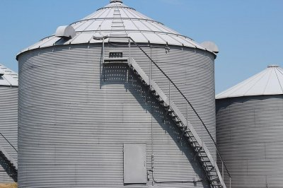 Illinois man who died in grain bin accident suffocated, coroner rules