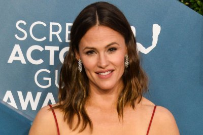 Jennifer Garner, Edgar Ramirez play parents in 'Yes Day' first look