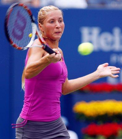 Bondarenko ousts Sharapova in Warsaw