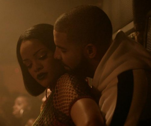 Drake joins Rihanna on tour for surprise performance of 'Work'