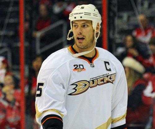 Anaheim Ducks shut down Nashville Predators, even series 2-2