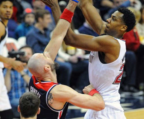 Hassan Whiteside powers Miami Heat to 10th straight victory