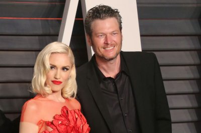 Gwen Stefani, Blake Shelton perform sweet duet on TV special