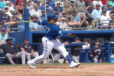 Blue Jays' Vladimir Guerrero Jr. doubles off wall with one-armed swing