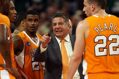 Auburn's Bruce Pearl says possible double dribble missed call 'part of the game'