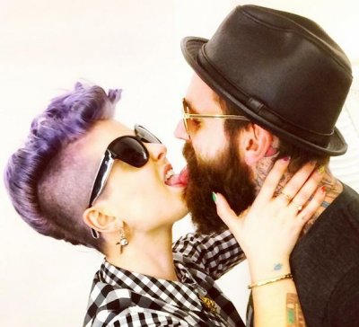 Kelly Osbourne touches tongues with new beau in photo