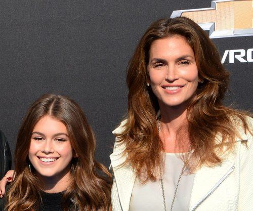 Cindy Crawford, daughter Kaia Gerber enjoy night out