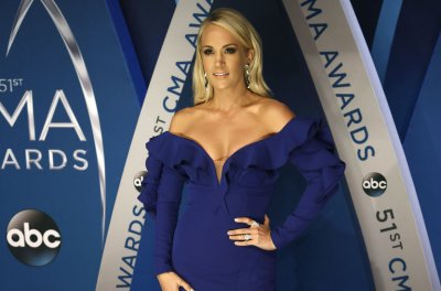Carrie Underwood says face is 'healing pretty nicely' after fall