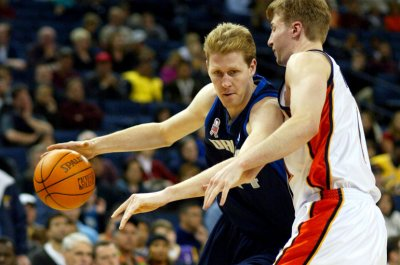 Former NBA center Shawn Bradley left paralyzed after bike accident
