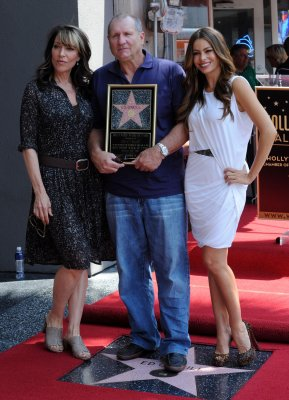 Ed O'Neill gets Walk of Fame star