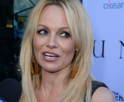 Pamela Anderson admonishes M.A.C. cosmetics for testing on animals