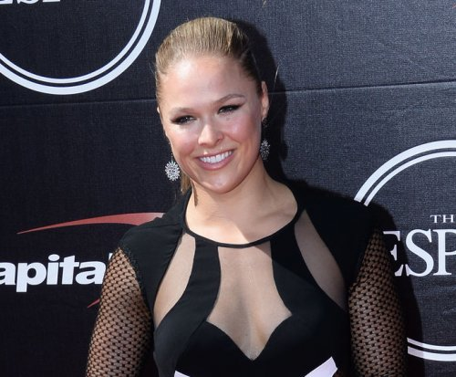 Holly Holm stuns Ronda Rousey with knockout