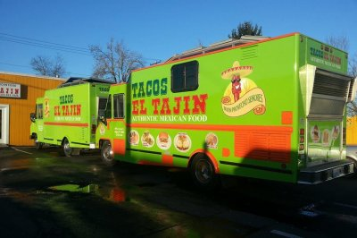 Taco truck serves customers stuck in Seattle traffic jam