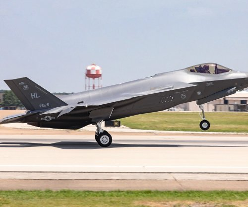 Navy awards contract for F-35 support outside U.S.