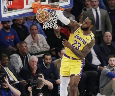 Lakers' LeBron James nears Kobe Bryant on NBA scoring list