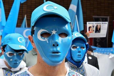 Facebook removes Chinese hackers targeting Uighur users