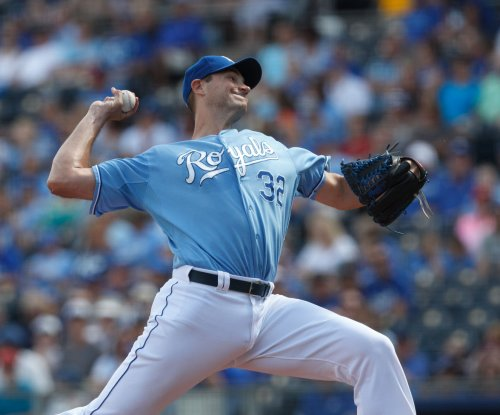 Chris Young pitches Kansas City Royals to win a day after dad dies