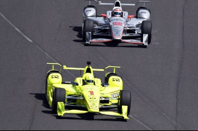 Simon Pagenaud lurks behind leaders in Toronto