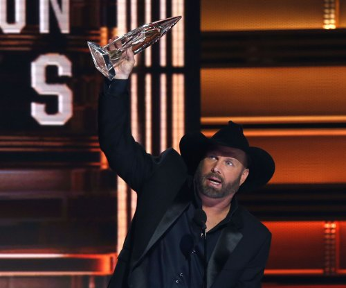 Taylor Swift, Garth Brooks among CMA Award winners