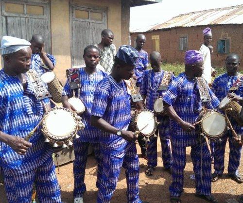 'Talking drum' mimics speech patterns of West Africa's Yorùbá language