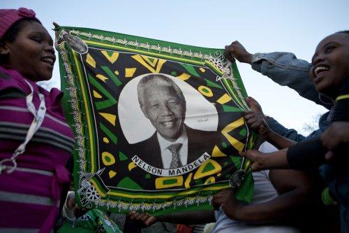 Former President Bush to join Obamas at Mandela's memorial