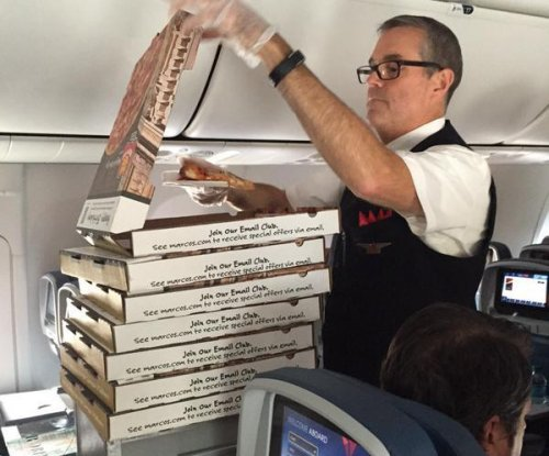 Delayed Delta passengers get pizza party on the tarmac
