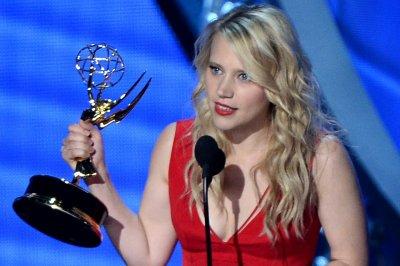 'SNL:' Kate McKinnon as Hillary Clinton courts elector in 'Love Actually' sendup
