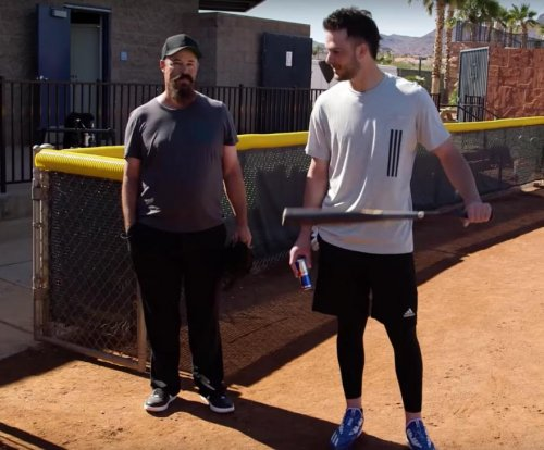 Watch: Greg Maddux pranks Chicago Cubs' Kris Bryant