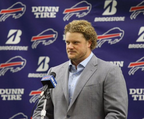 Buffalo Bills center Eric Wood still on roster, does not retire