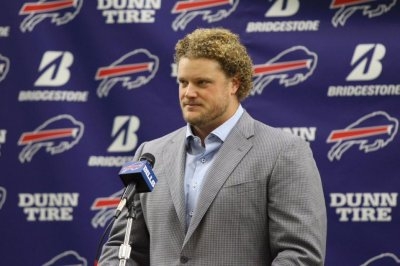 Buffalo Bills center Eric Wood still on roster, does not retire
