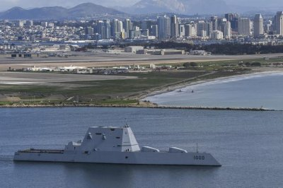 Destroyer USS Zumwalt heads to Canada for first deployment