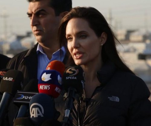 Angelina Jolie visits refugee camp in Iraq