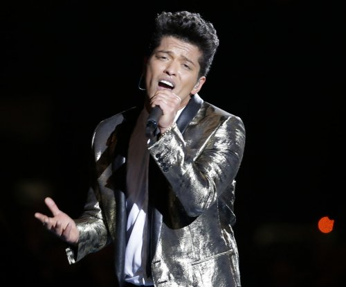 Bruno Mars invited to perform during 2016 Super Bowl halftime show