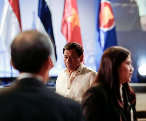 Duterte, ASEAN leaders pull back from South China Sea dispute