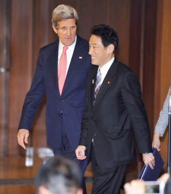Kerry meets Japanese foreign minister