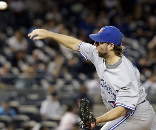 R.A. Dickey pitches Toronto Blue Jays to win over Detroit Tigers