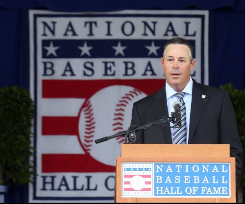 Los Angeles Dodgers add Greg Maddux, Raul Ibanez to front office staff