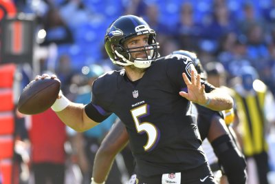 Joe Flacco, Mike Wallace help Baltimore Ravens top Oakland Raiders