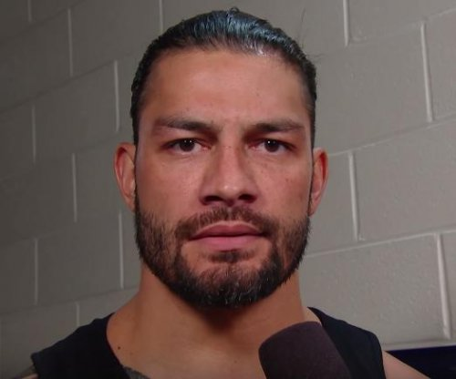 WWE Raw: Reigns, Rollins team up
