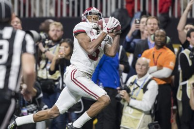 Alabama WR DeVonta Smith questionable vs. Tennessee