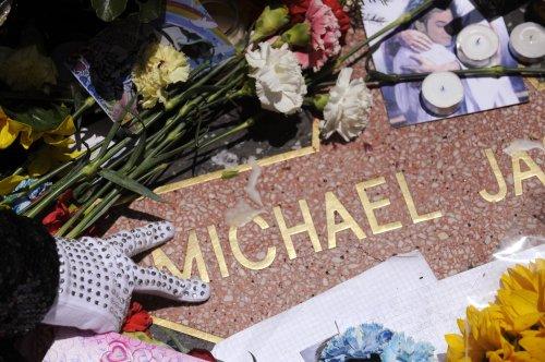 Michael Jackson tops Forbes dead celeb list