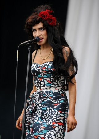 Winehouse helps ex celebrate birthday